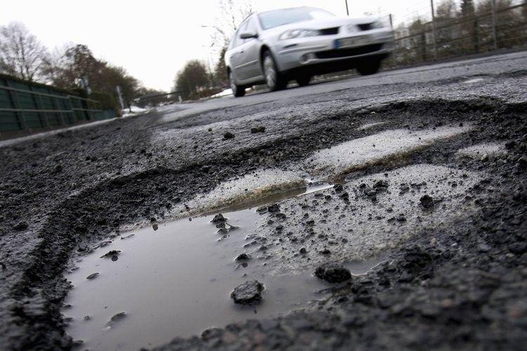 От зимнего разрушения дорог спасают бактерии