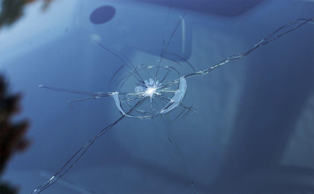 Как зимой бороться против трещин на лобовом стекле